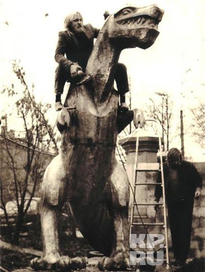 Установка 'главной тещи Тулы' у тульского экзотариума. 1989 год
