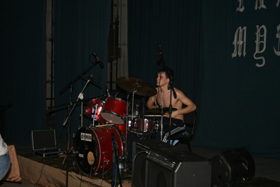 Барабанщик барабанит