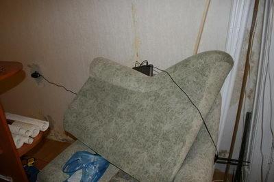 Вайфайная точка доступа валяется в кресле