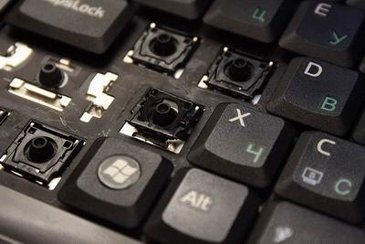 Отдираю все залипавшие клавиши