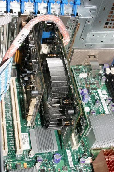 В модифицированный слот пока вставлена тестовая видюха NVidia GF8600GT