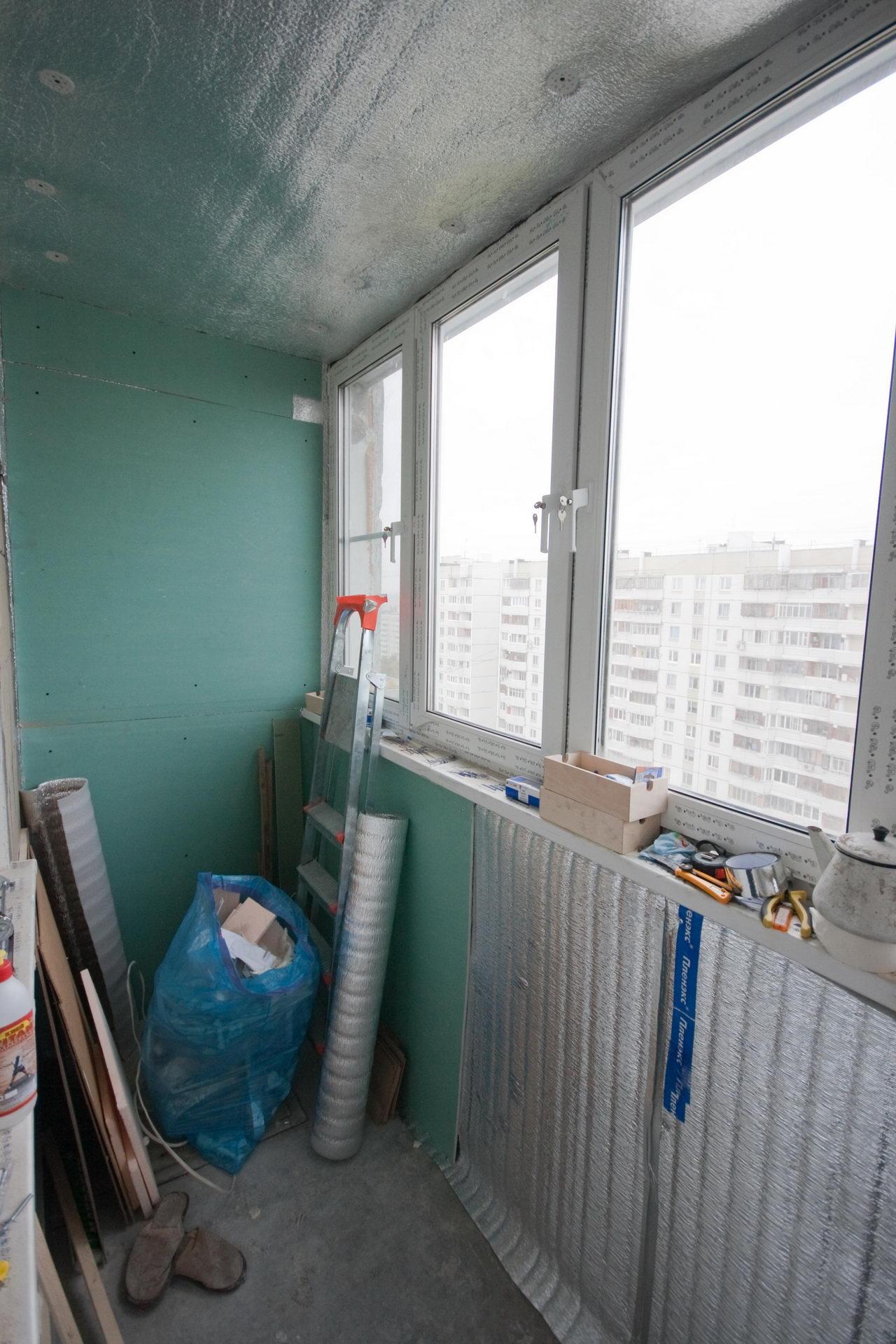 Обделывание балкона продолжается..