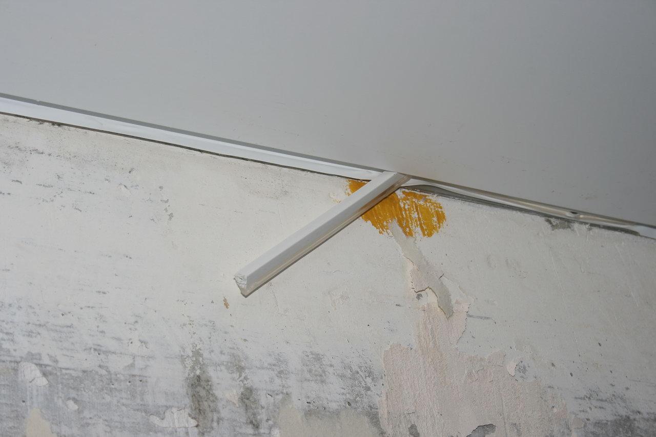 Как снять натяжного потолка своими руками