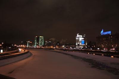 Вид с моста на земёрзшую Москву-реку