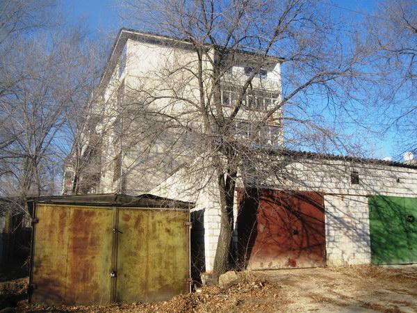 Дом №64 ул. 40 лет Октября, вид с торца 1-го подъезда