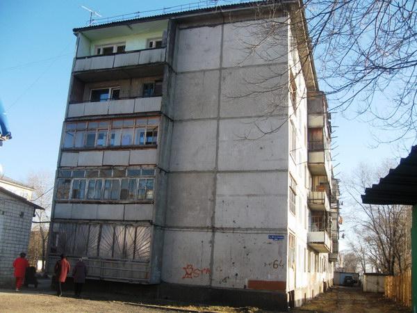 Дом №64 ул. 40 лет Октября. Вид сто стороны 3-го подъезда, как раз с улицы 40-лет Октября