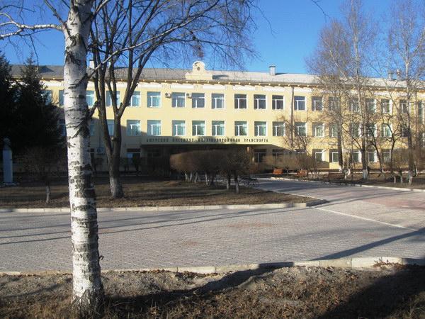 Бывшая школа-интернат №17, где я учился с 5-го класса (с 89-го или 90-го года) и до отъезда в 1993-м году