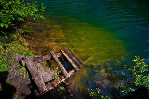 Никто не купается, так что вода прозрачная