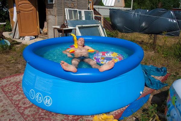 В большом бассейне с уточкой