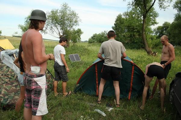 Палатку ставим коллективно